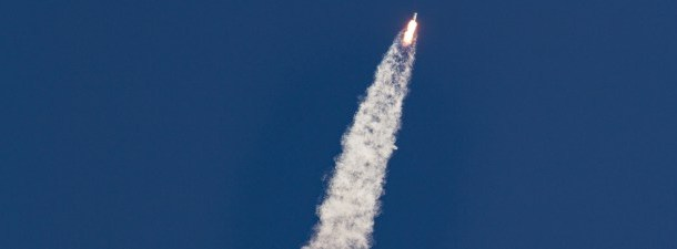 O pouso histórico do foguete Falcon 9 de Elon Musk