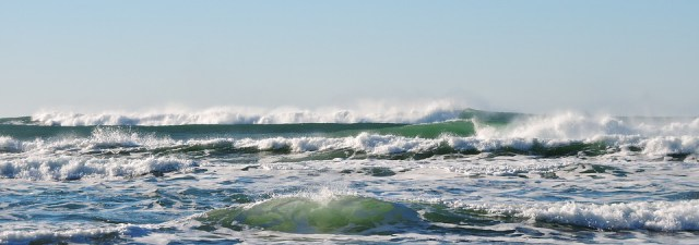 Salva-vidas ao resgate em pranchas de surfe motorizadas