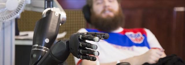 Homem paraplégico recupera o sentido do tato graças a implantes cerebrais